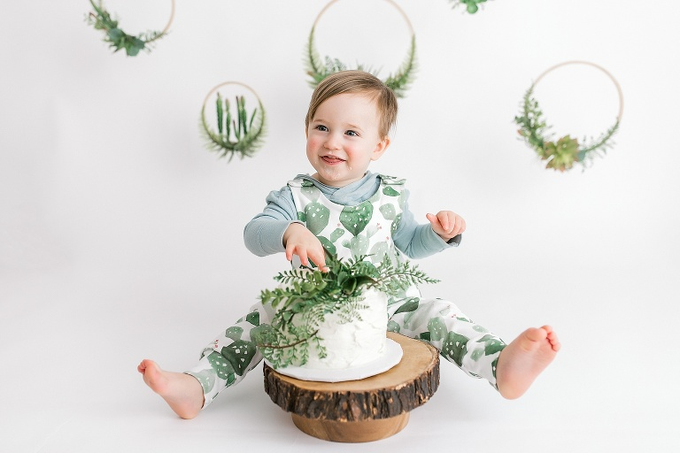simple organic theme cake smash little boy photography Woodstock, Ontario